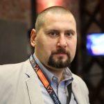 Marek Syrek - założyciel i CEO w Virtua. Marek jest byłym programistą PHP z ponad 15-sto letnim doświadczeniem oraz certyfikowanym programistą Magento.